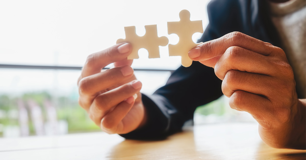 Solution-Focused Therapy, hands putting together puzzle pieces